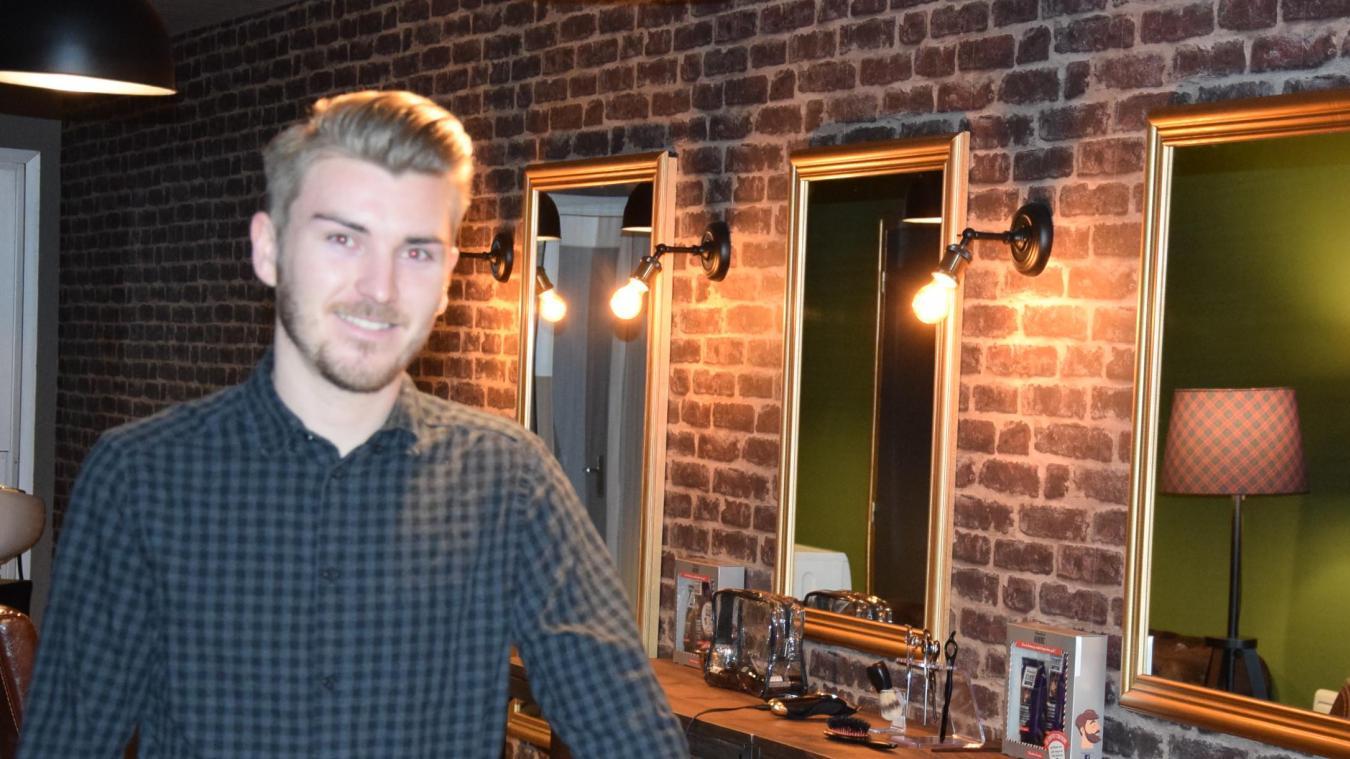 Jonathan Vambre, 22 ans, ouvre les portes de son salon qu'il souhaite comme un « espace cocooning » pour hommes, et pour enfants également.