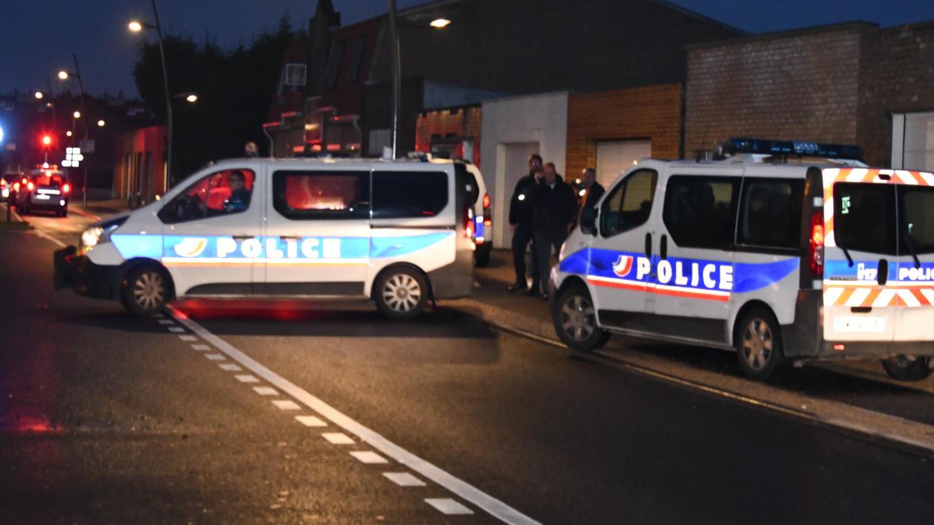 La police a interpellé les trois individus dans la nuit de mardi à mercredi. (photo d'illustration)