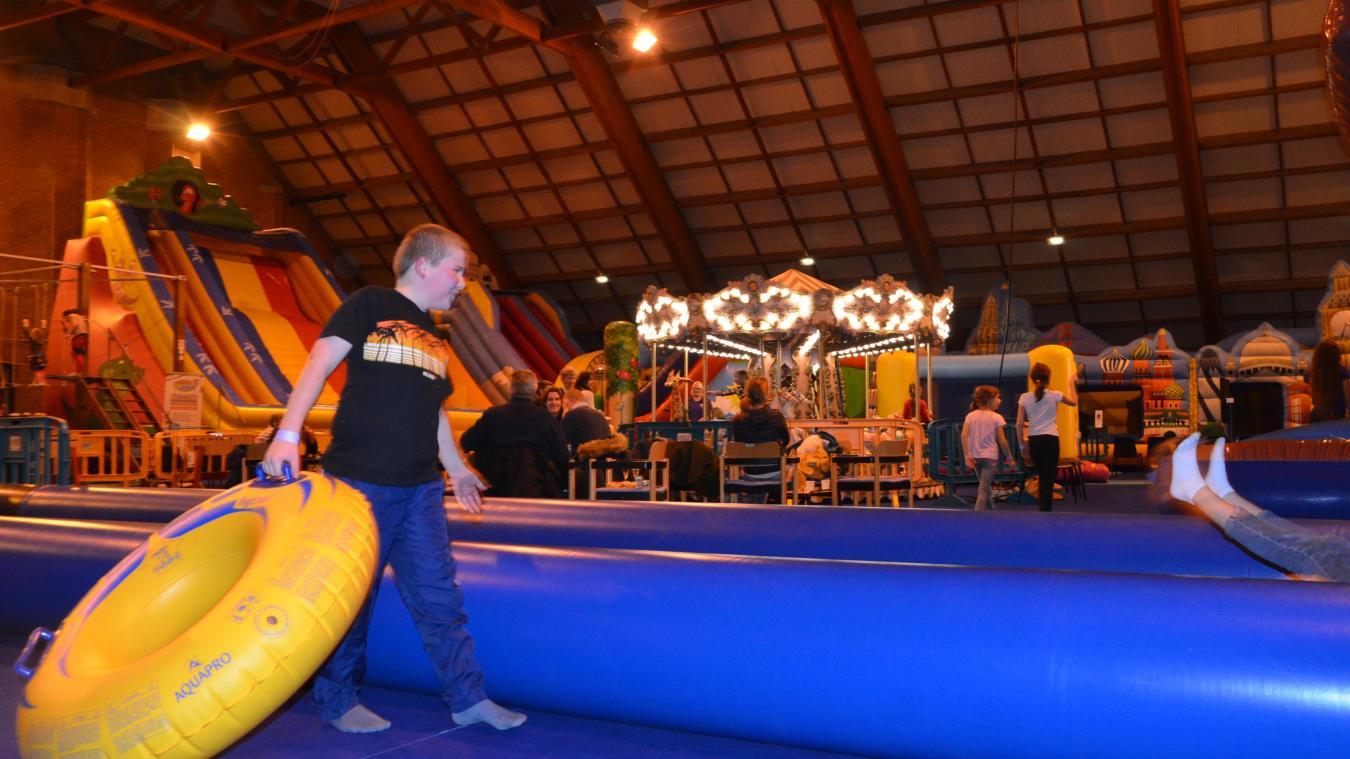 Quelques attractions offrent leur lot de sensations fortes, telle que le toboggan de 10 mètres de haut à descendre en bouée.