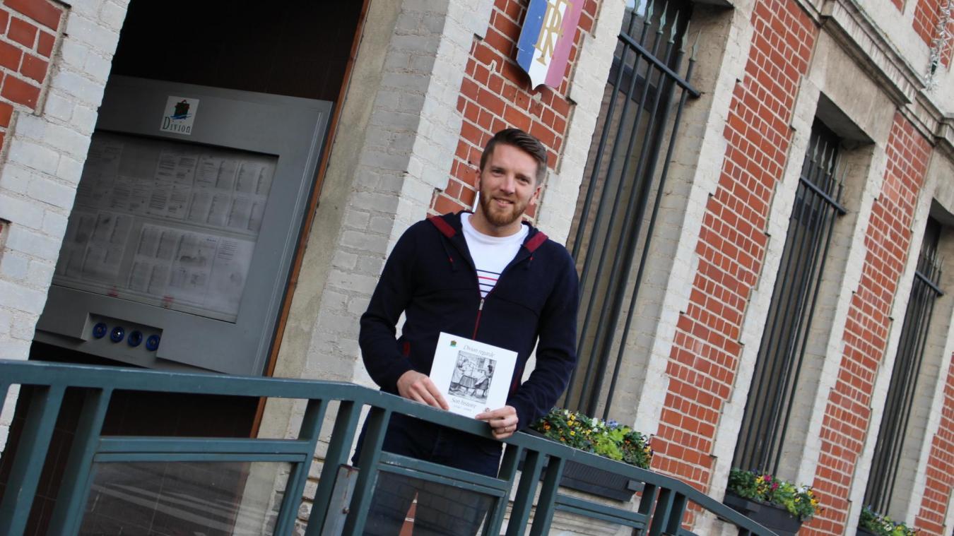 Dimitri Berteloot, adjoint au maire, est l'un des porteurs du projet, durant lequel bénévoles et encadrants s'appuient sur des livres sur Divion.