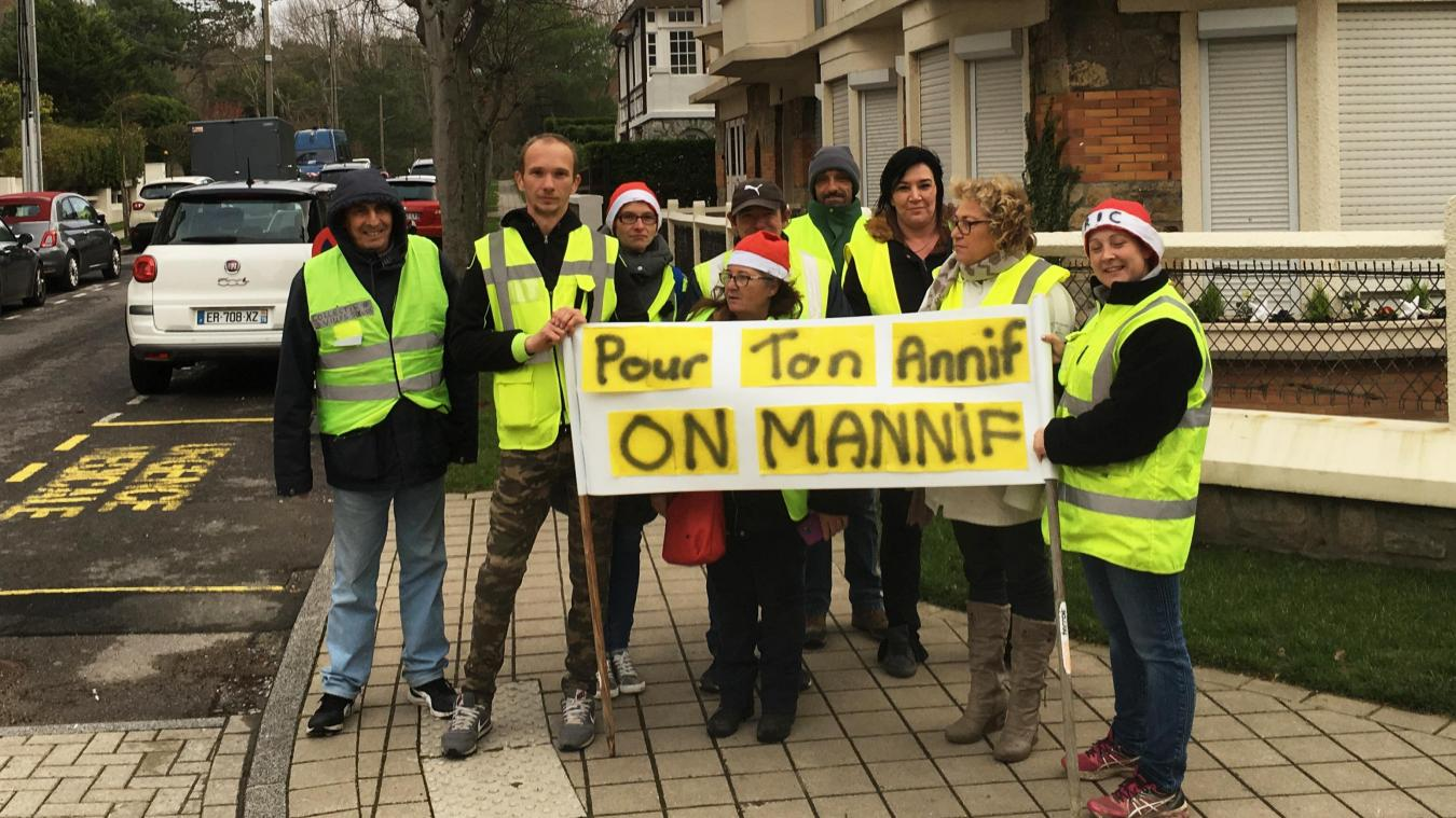 Le Touquet : des Gilets jaunes souhaitent un bon anniversaire à Emmanuel Macron