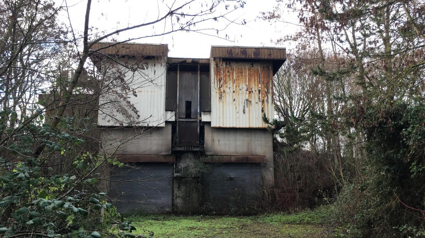 Compte-tenu du caractère obsolète de ses installations et des coûts nécessaires à sa mise en conformité, l'unité d'incinération d'ordures ménagères de Guarbecque, dont l'activité a débuté en 1990, a cessé de fonctionner en 2002. C'est sur ce site que les déchets inertes seront stockés.