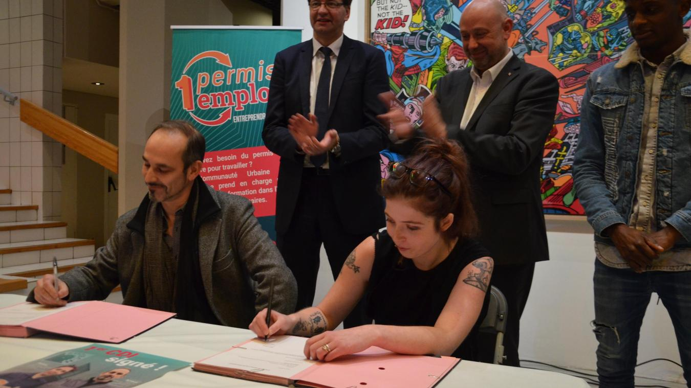 Arnaud Stopin, patron de Sotech, et Mélina Ameele, ont officiellement signé le CDI de cette dernière le 12 décembre.