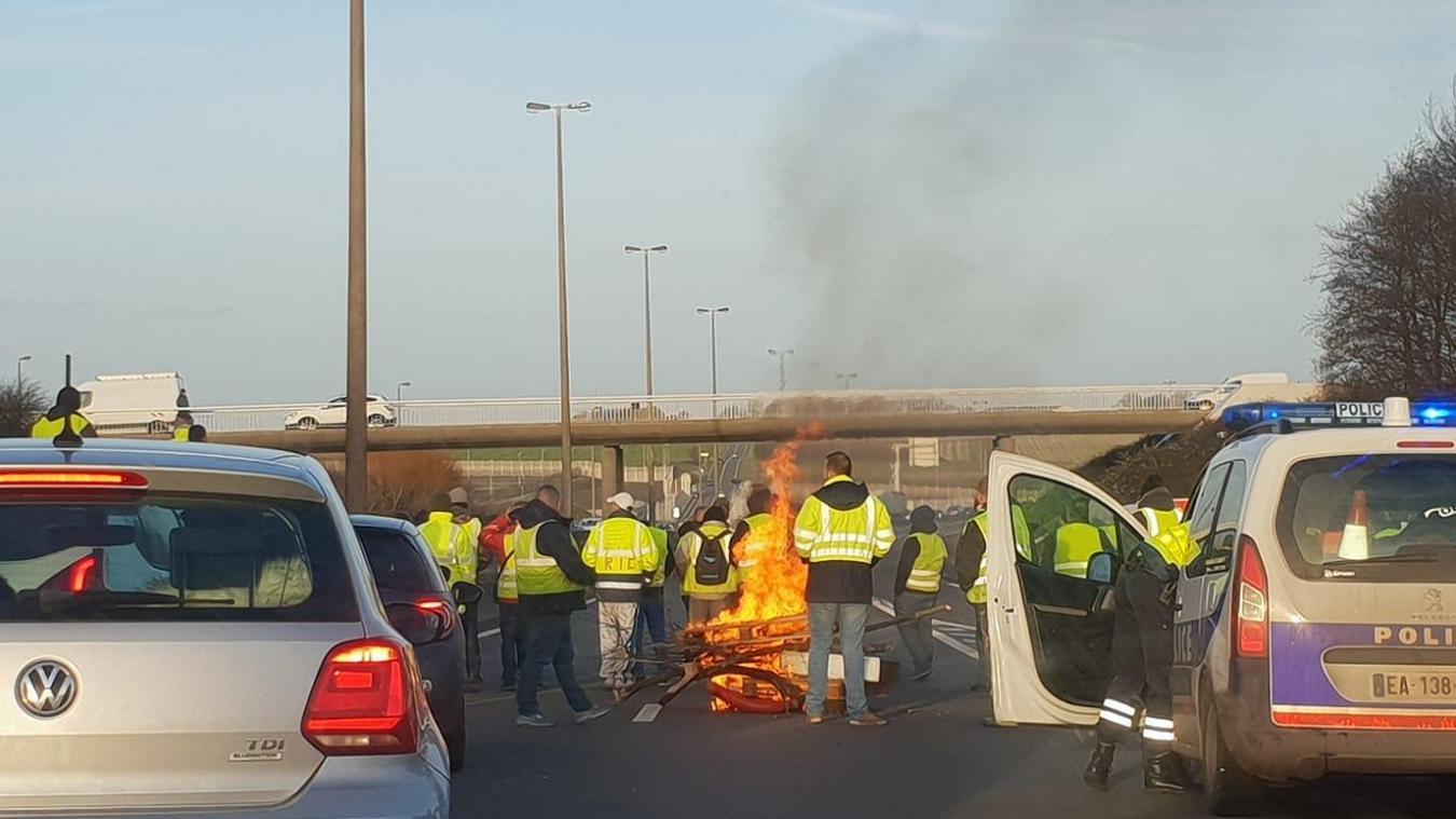 Fréthun : des Gilets jaunes bloquent l'A16 aux portes du Boulonnais