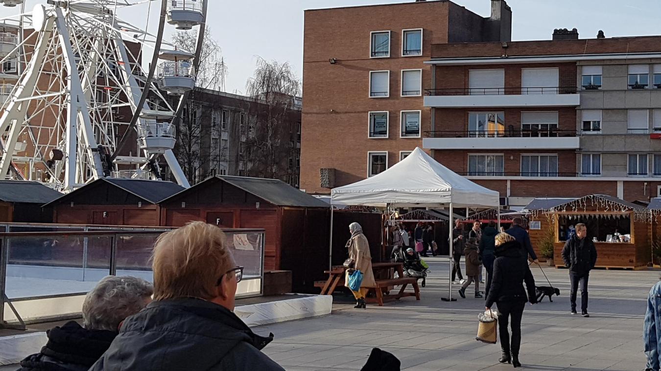 La grande roue installée place Jean-Bart est l'une des animations importantes du marché. Mais cela reste trop peu pour les commerçants.