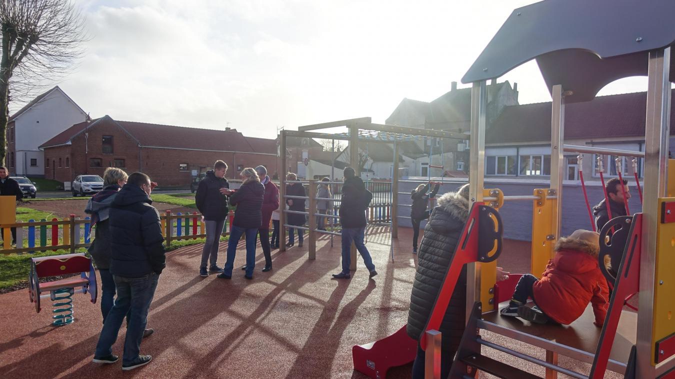 Les parents étaient tout aussi ravis que les enfants de découvrir cette aire de jeux.