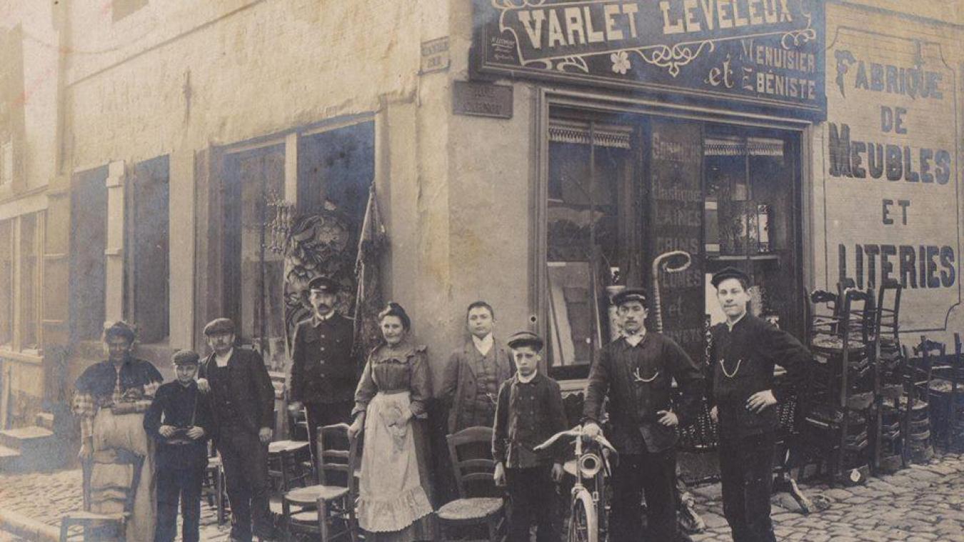 Cette photographie a été prise autour de 1900. A gauche, on retrouve Julia Leveleux, Marcel Varlet et son père Onésipe.
