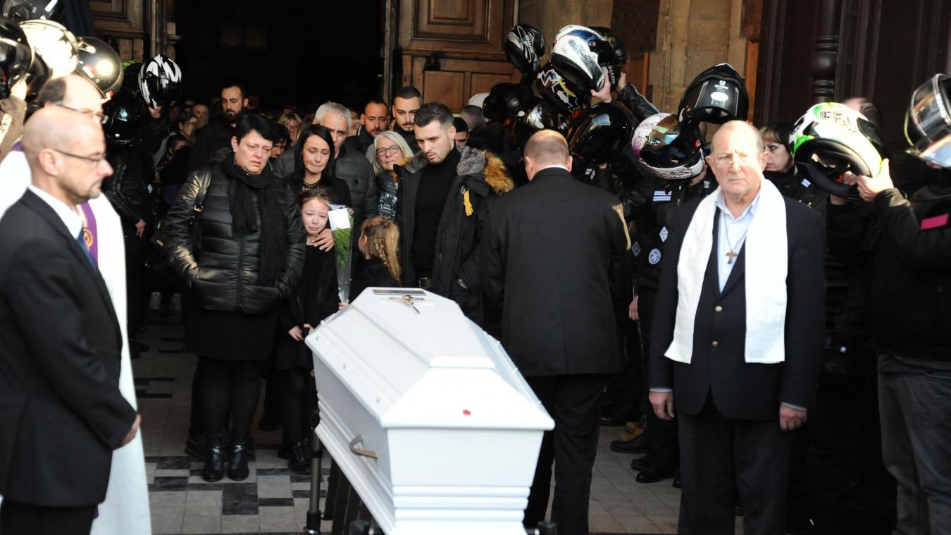 Lens: une cérémonie chargée d'émotion pour les obsèques de Théo Hallez