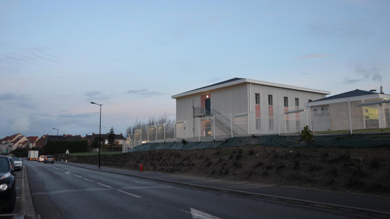 C'est à côté du centre de semi-liberté, à gauche sur la photo, que l'équipement pour la petite enfance sera installé.