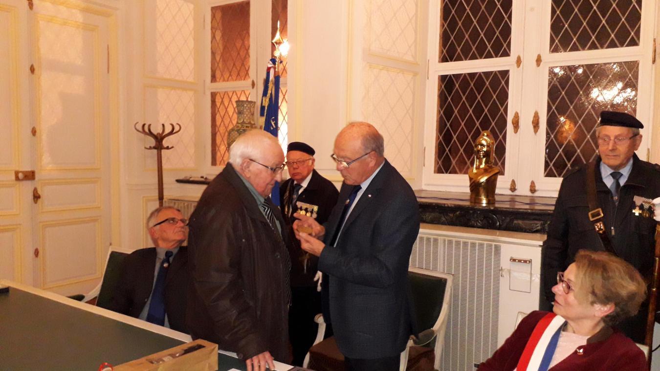 François Royer a reçu les médailles de la Ville et de la Fédération des APG le 17 décembre.