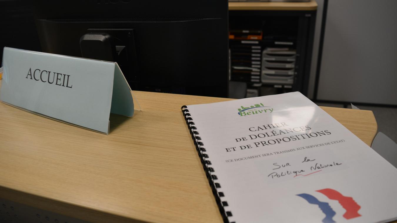 Le cahier de doléances est accessible à tous au bureau de l'accueil de la mairie. Les habitants peuvent venir y déposer leurs remarques jusqu'à la fin janvier.