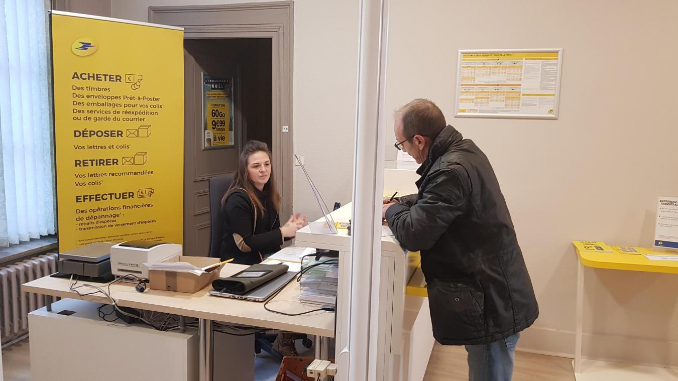 Mandy, employée communale, accueille les usagers du mardi au vendredi de 8h à 12h, puis de 13h30 à 17h30, et le samedi matin, de 9h à 12h.