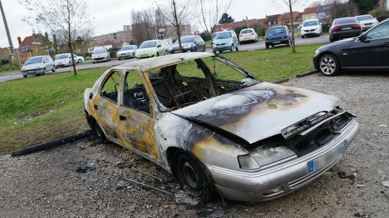 Le véhicule, une Citroën Xantia, a été complètement détruit.