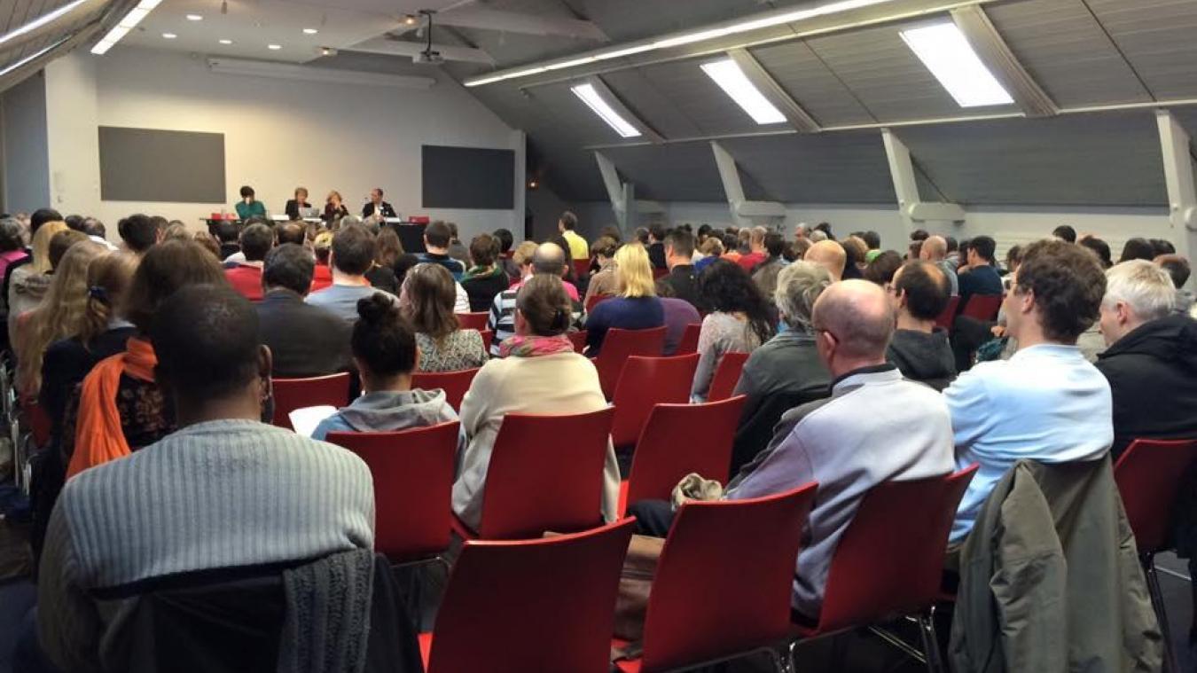 L'association Mensa organise également des conférences afin de conseiller les personnes à haut quotient intellectuel.
