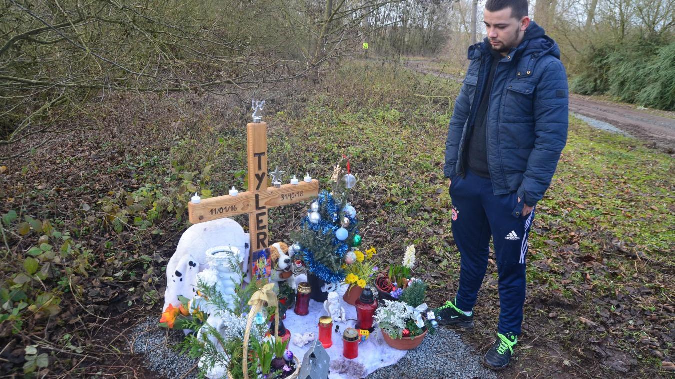 La famille de Tyler a dressé un petit mémorial en hommage à l'enfant.