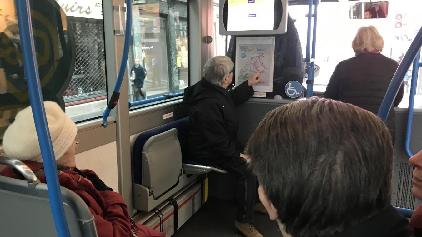 Un écran et un plan indiquent aux usagers les nouveaux itinéraires.