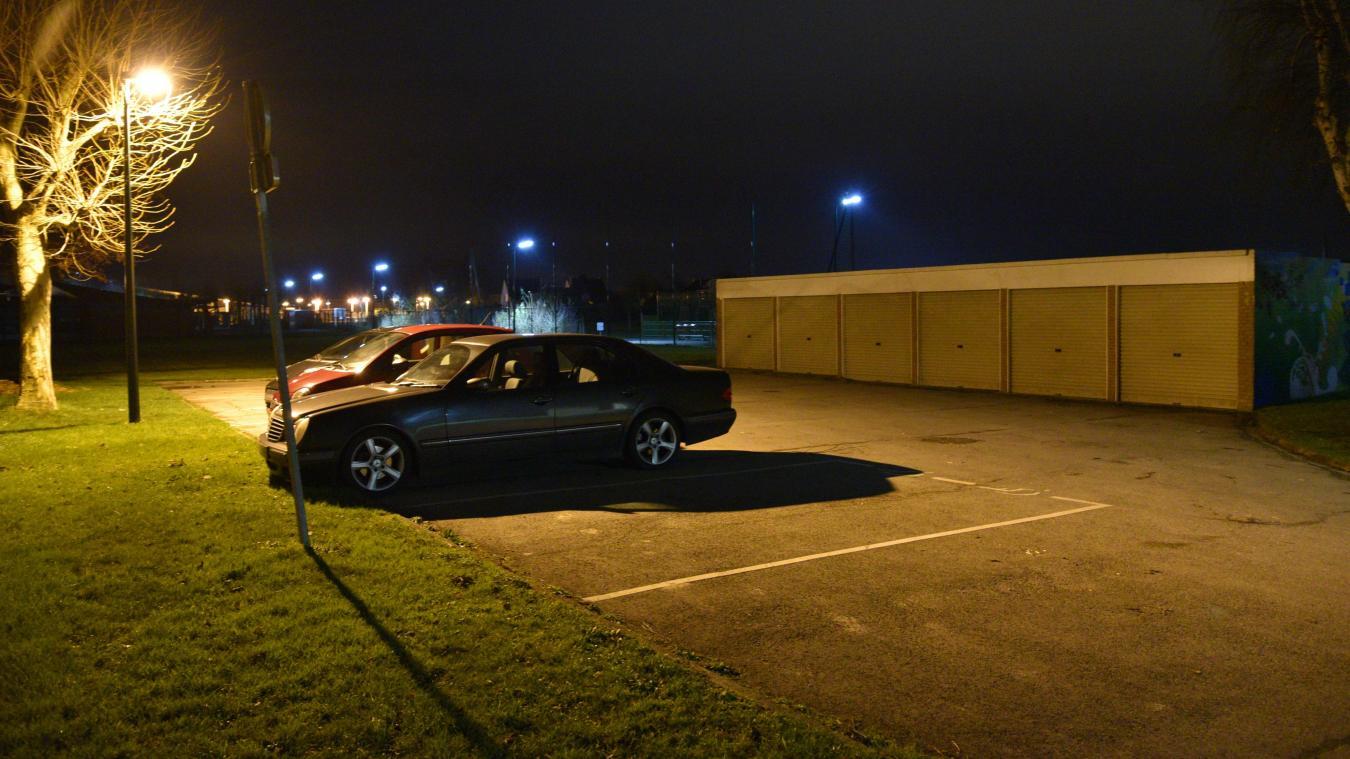 Les riverains décrivent une bande de jeunes qui vient squatter les garages et occuper la zone du parking, parfois jusqu'à des heures très tardives.
