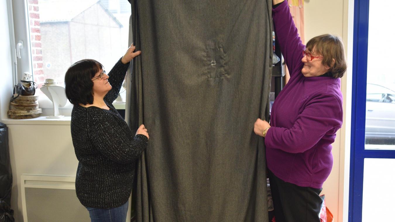Béatrice Dubus et Martine Vanacker ont déjà réalisé le pantalon du géant.