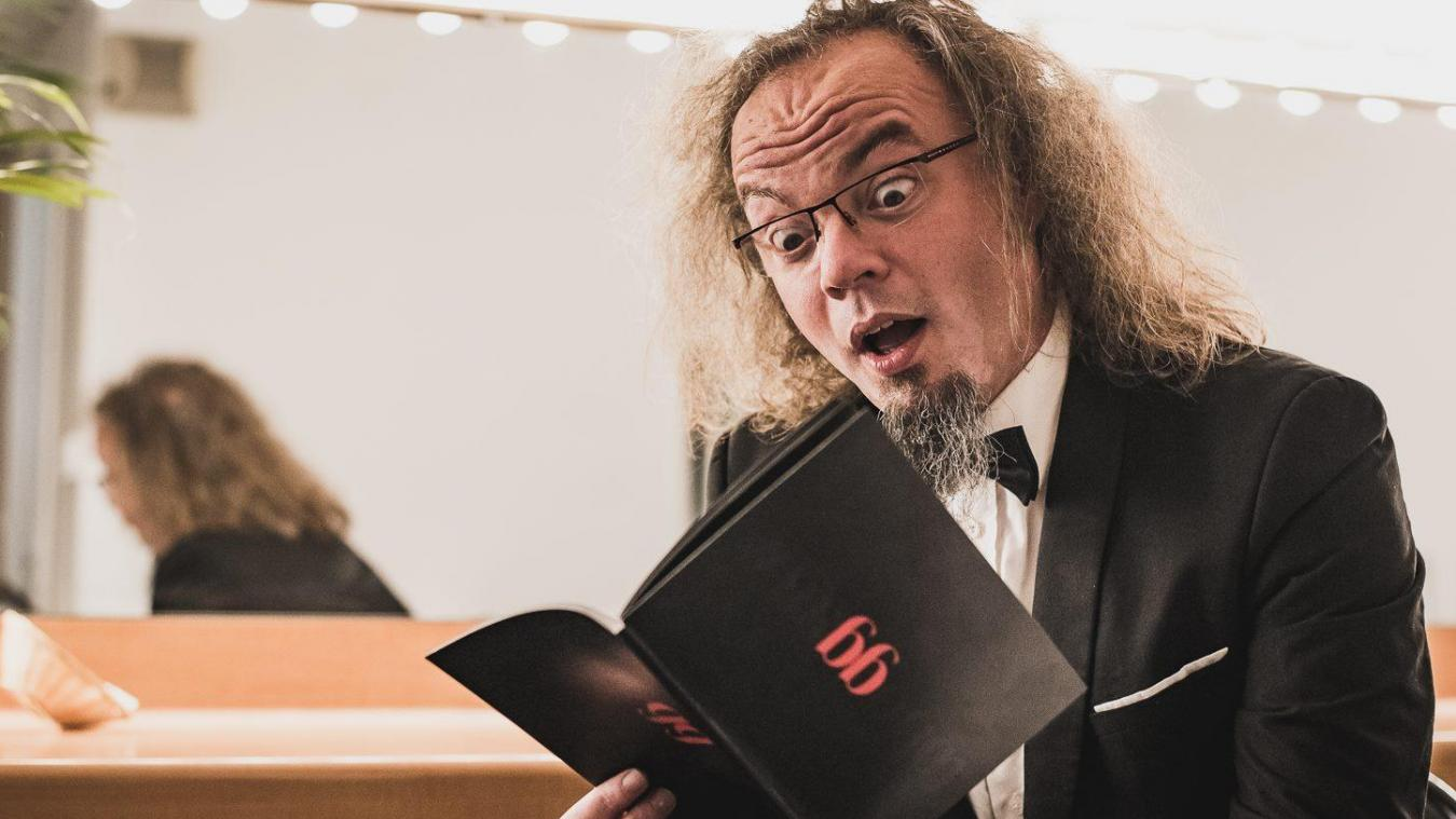 Son visage ne vous est sûrement pas inconnu ! Découvrez Simon Fache, l'homme de scène, le vendredi 18 janvier à Saint-Martin.