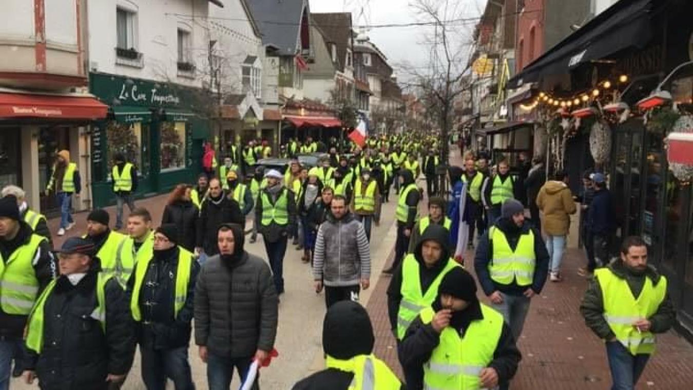 Les Gilets jaunes sont venus « chercher Macron chez lui » au Touquet ! (Photos et vidéo)