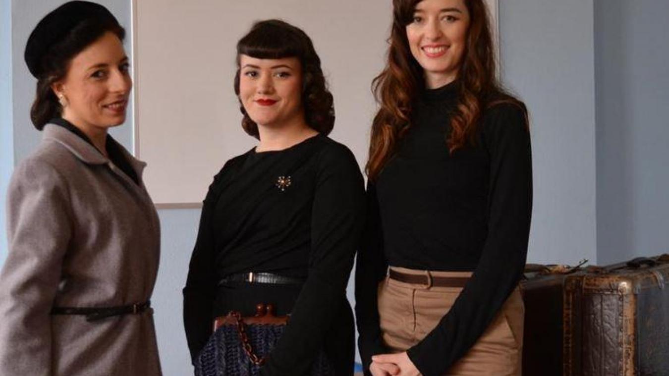 Nathalie, Laura, Floriane ont assisté à la réunion d'information pour participer au spectacle son et lumière.