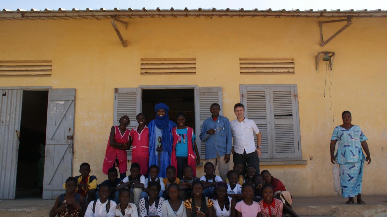 Souvenirs de Régis Tirlemont d'une rencontre avec un groupe de jeunes au Sénégal.