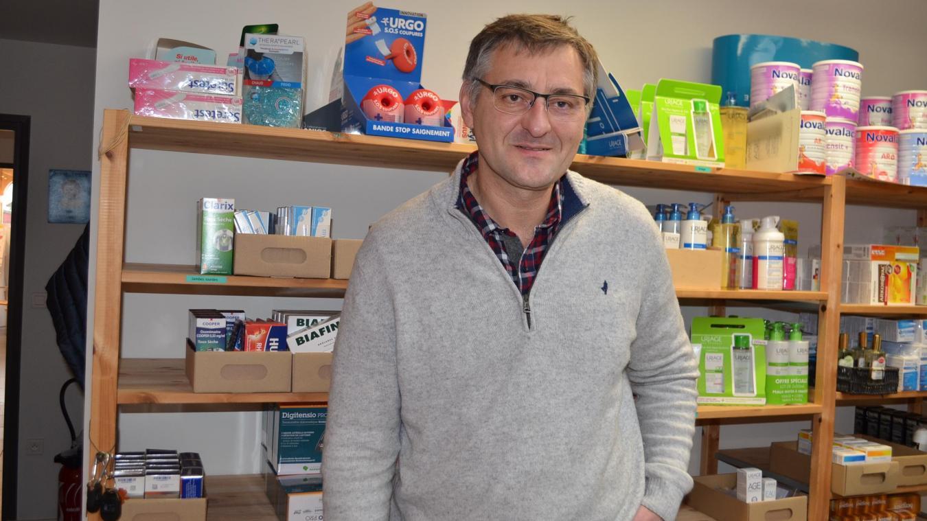 Xavier Beauvillain est pharmacien sur la place Lamartine depuis 18 ans. Il attend toujours l'aménagement du pôle de la gare.