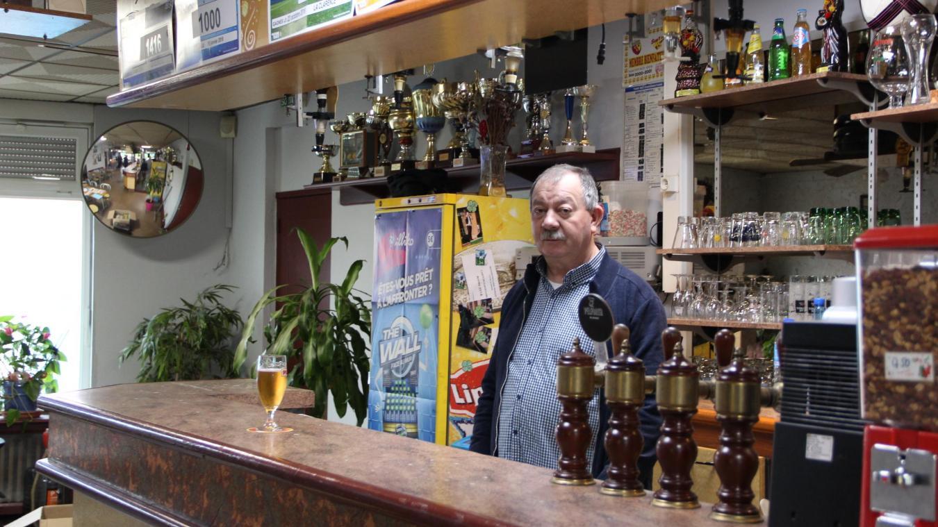 Alain Hosdez tient le tabac depuis 19 ans. Son épouse l'a rejoint il y a 9 ans.