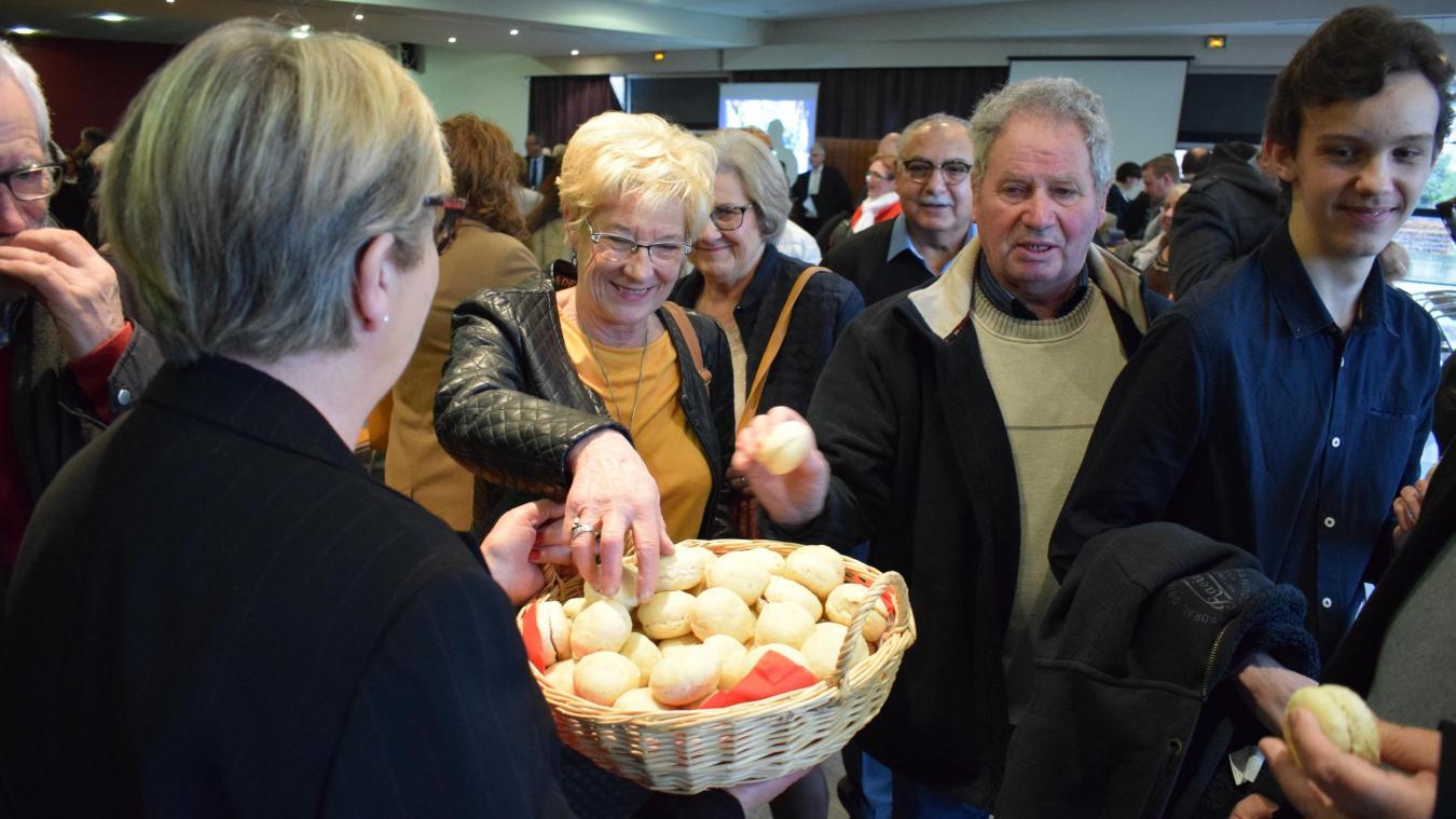 À peine la cérémonie se terminait que les habitants se ruaient sur les petits pains. En même temps, il était près de 13 h...