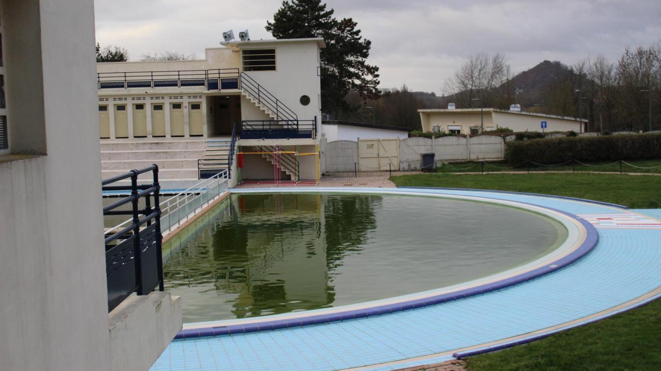 L'hiver, l'eau de la piscine Salengro affiche une couleur verte.