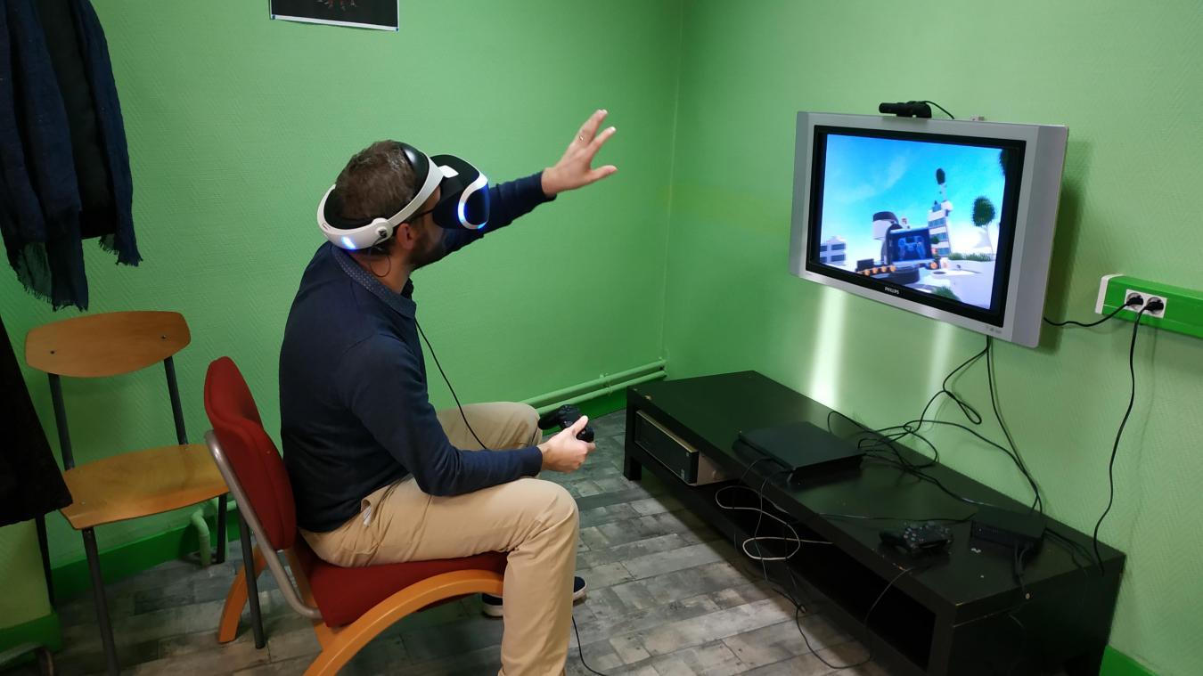 Kévin Marchy immergé dans l'un des derniers jeux à la mode.