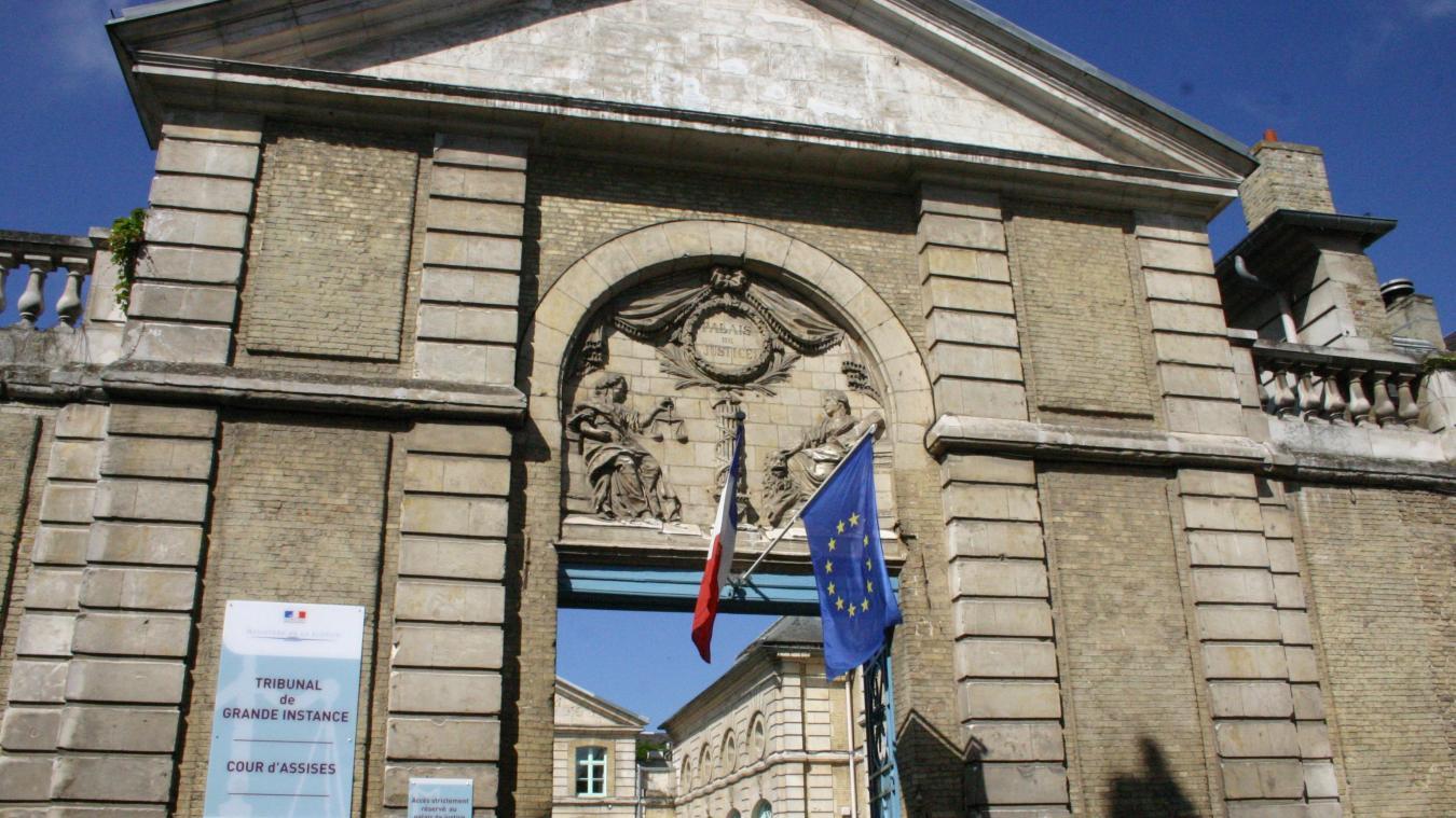 Le tribunal de Saint-Omer a jugé un trentenaire sans permis qui a eu un accident de voiture après avoir consommé de la drogue.