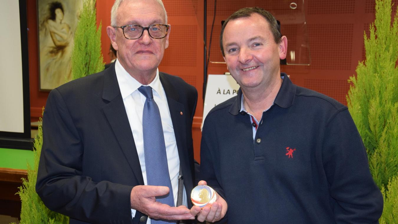 Rang-du-Fliers : 30 années d'engagement récompensées pour le premier adjoint