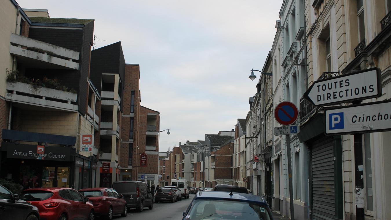 Rue Méaulens, les commerces y sont nombreux et dynamiques.