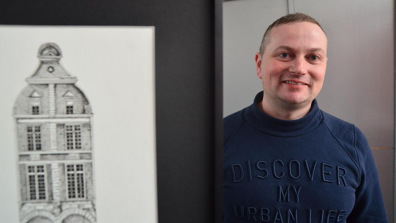 Vincent n'a pas d'atelier. Il dessine chez lui dans ce qu'il appelle sa galerie habitée.