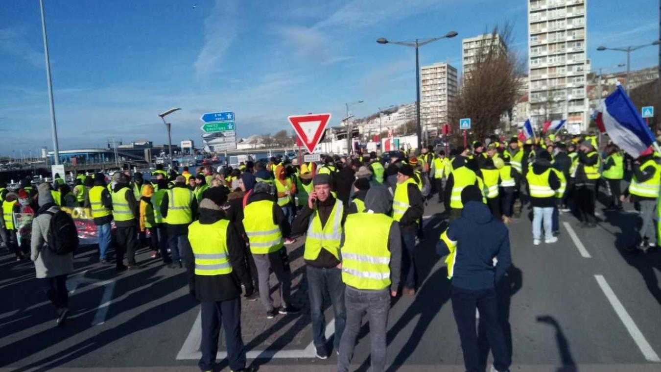 Boulogne : des centaines de Gilets jaunes s'époumonent dans les rues (photos)