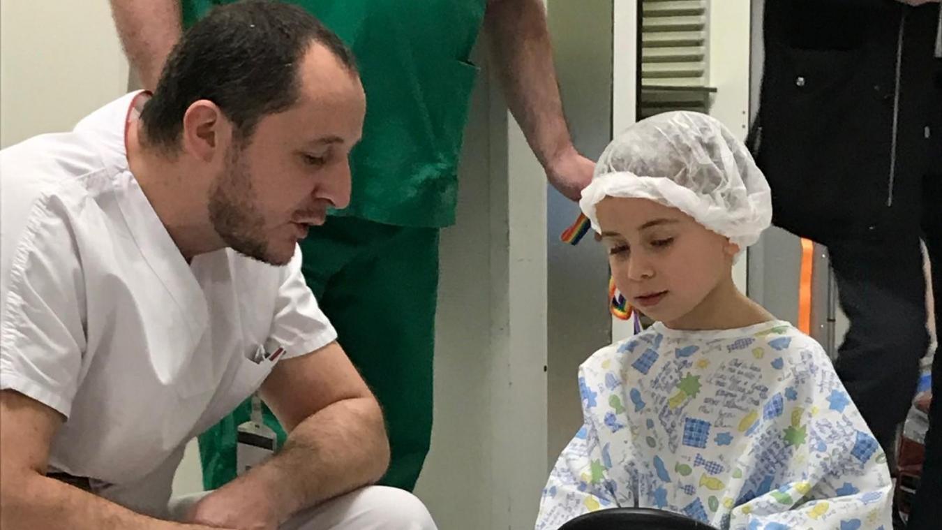 En pédiatrie comme pour l'accueil à la journée, les enfants hospitalisés traversent l'hôpital en voiture!