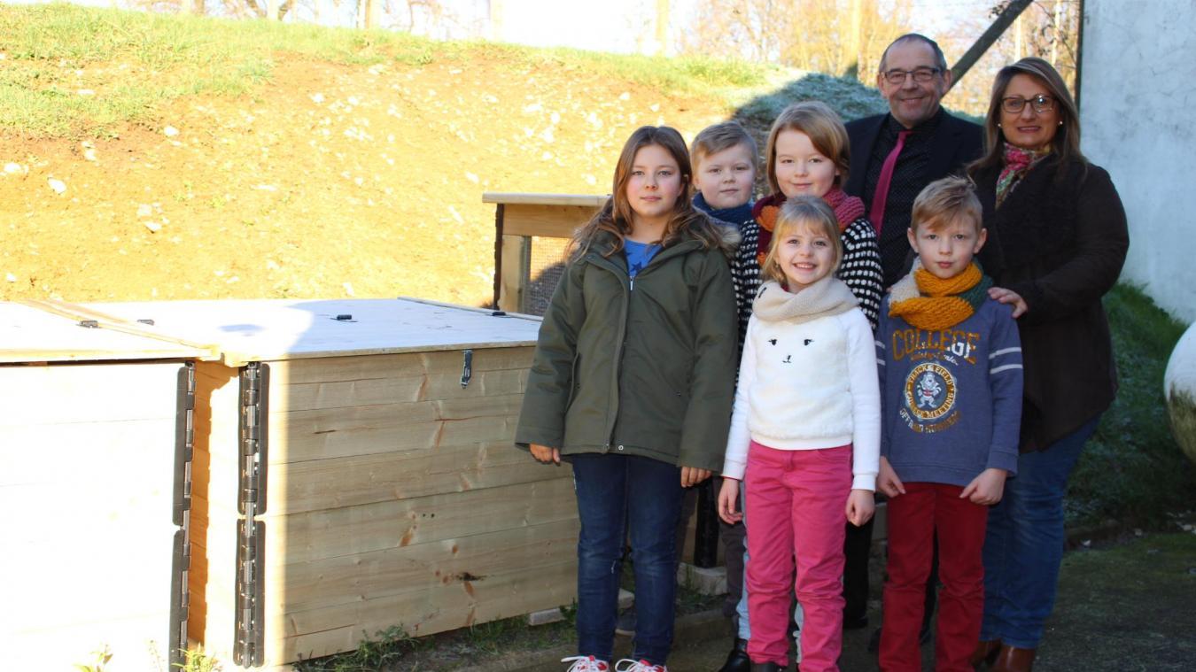 Jean Neveu, le maire, et Estelle Ringeval, conseillère municipale, font parti du comité. Dans quelques mois, après leur repas à la cantine, les élèves pourront déposer leurs déchets dans les composteurs.