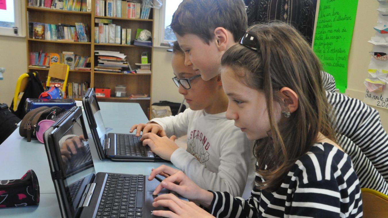 Seuls ou avec un autre camarade, les élèves ont travaillé différemment, grâce aux tablettes numériques.