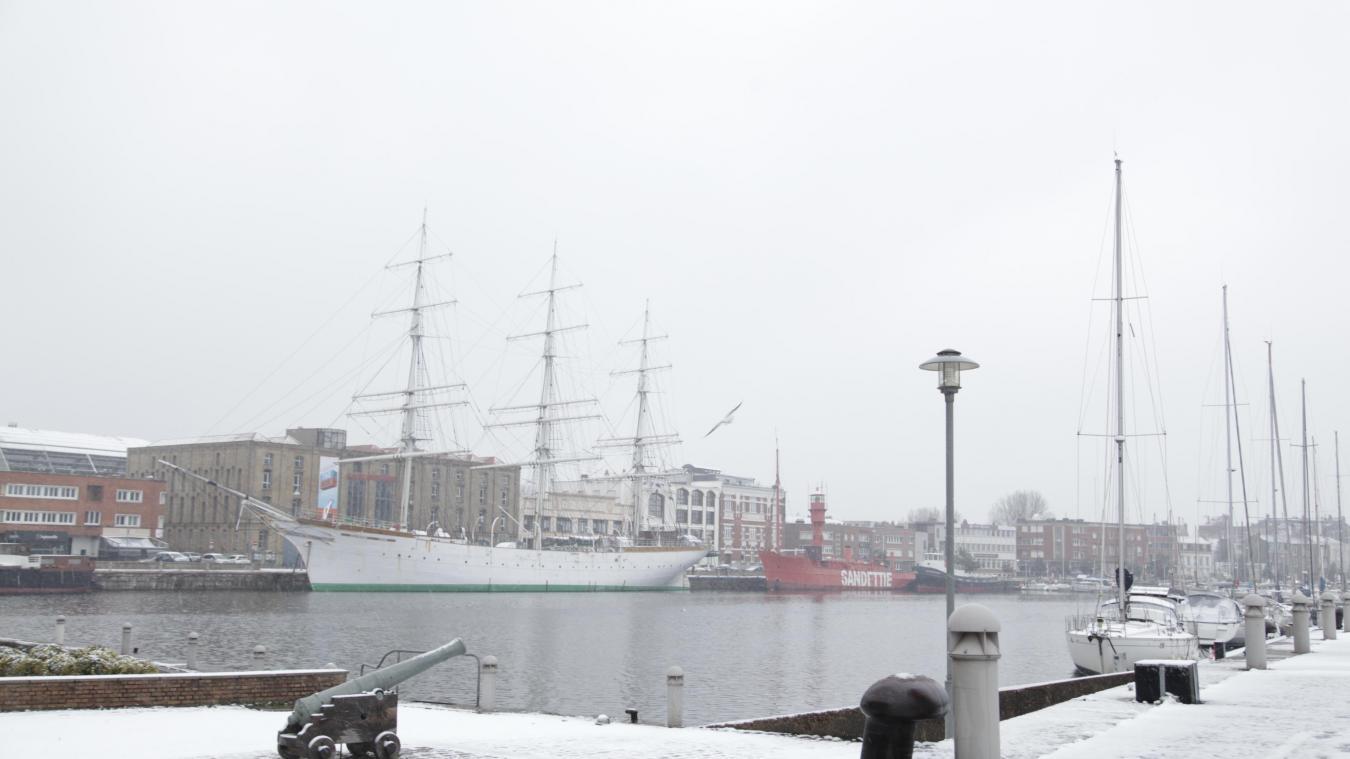 Petit tour d'horizon sur la neige à Dunkerque, en commençant par notre Duchesse Anne.