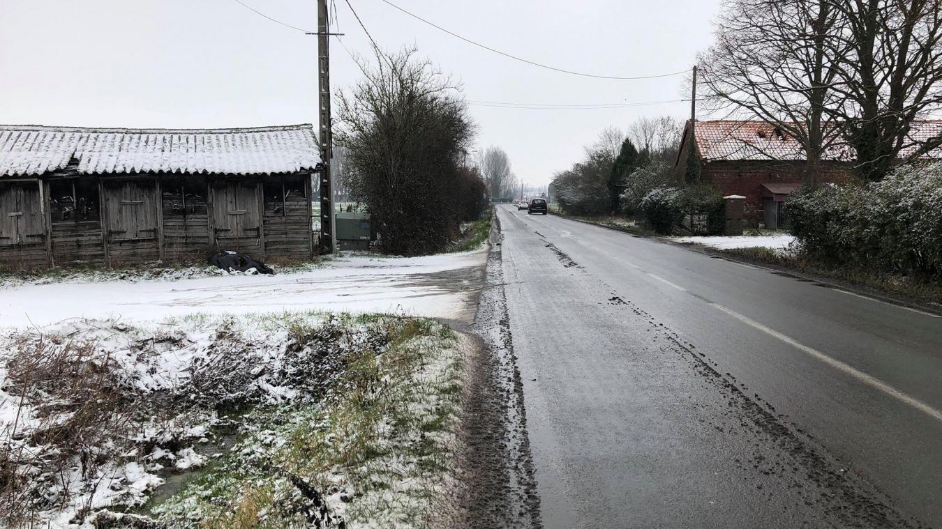 Une enquête de gendarmerie est en cours pour retrouver l'auteur de l'accident, qui s'est produit jeudi 17 janvier rue du Trou-Bayard en direction de Nieppe.