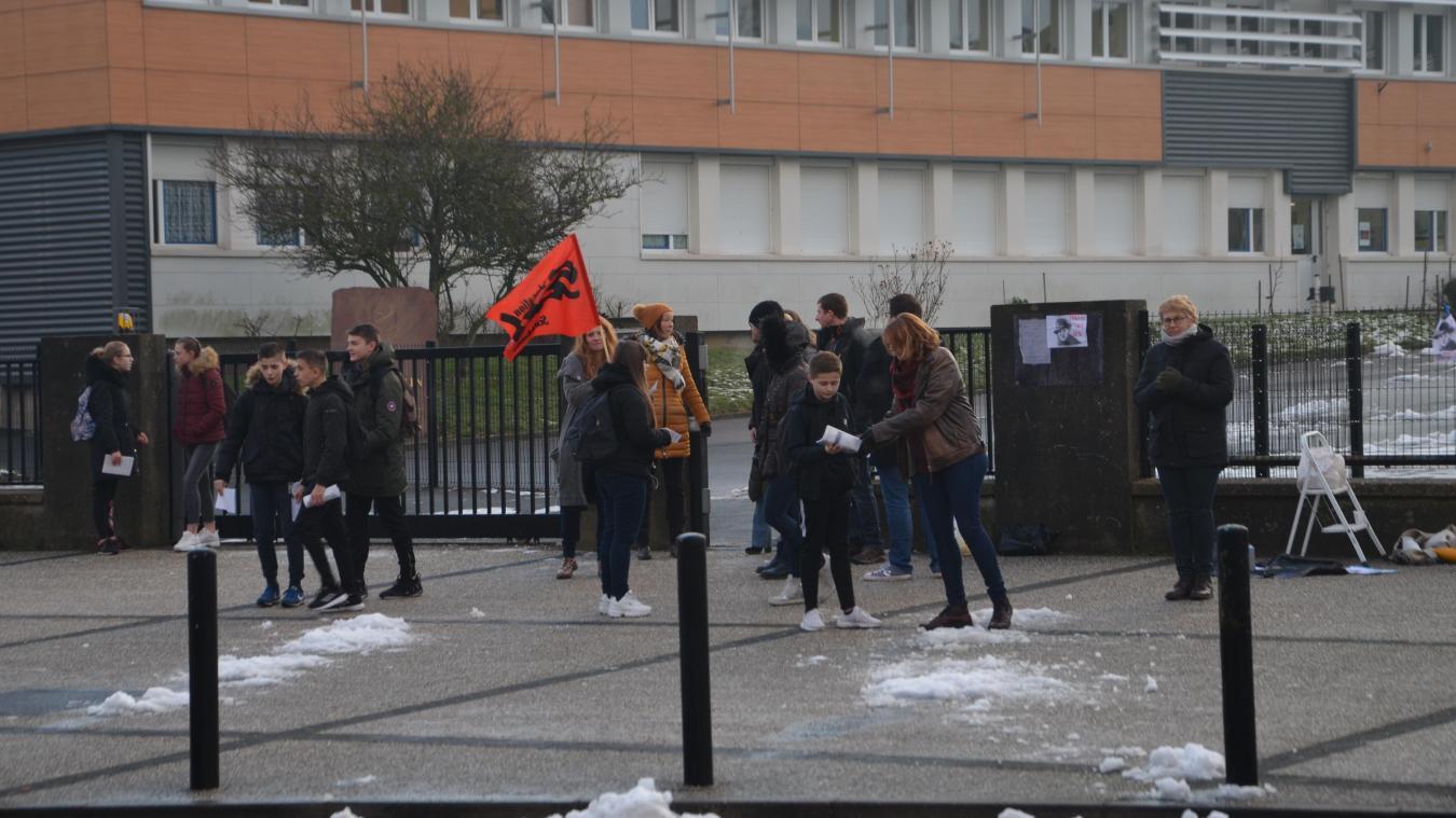 Les professeurs du collège Jean-Moulin ont sensibilisé les élèves et parents d'élèves concernant le projet de suppression de poste pour l'année 2019-2020.