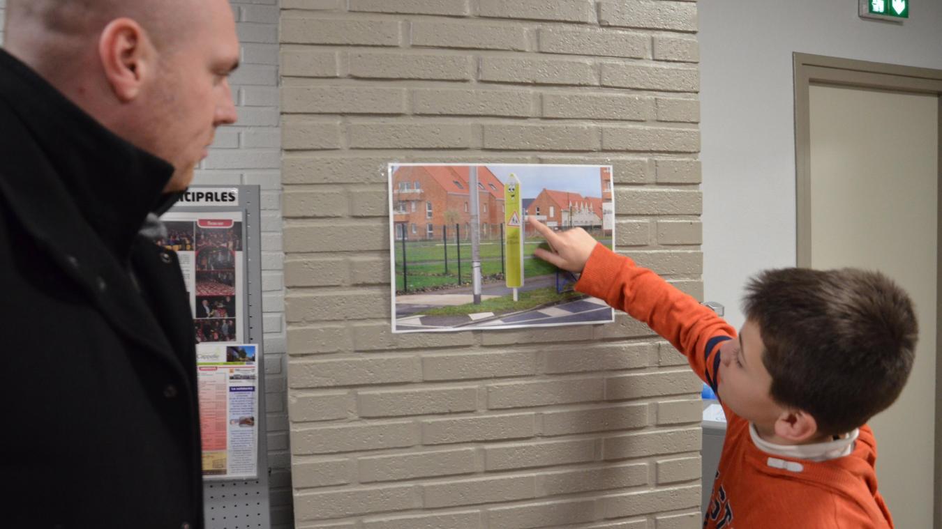 Allan, maire du conseil municipal des enfants, a activement participé à l'élaboration des nouveaux panneaux.