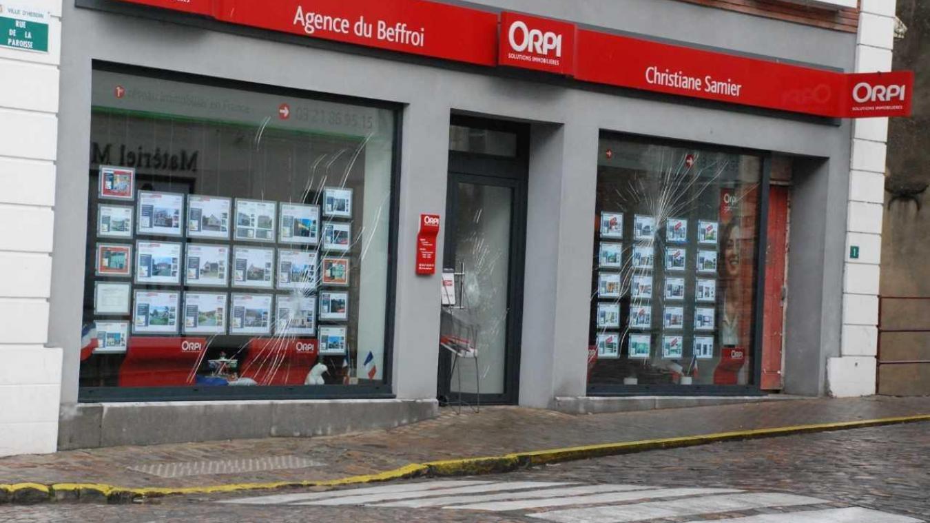 Hesdin : l'agence immobilière de la maman du maire vandalisée