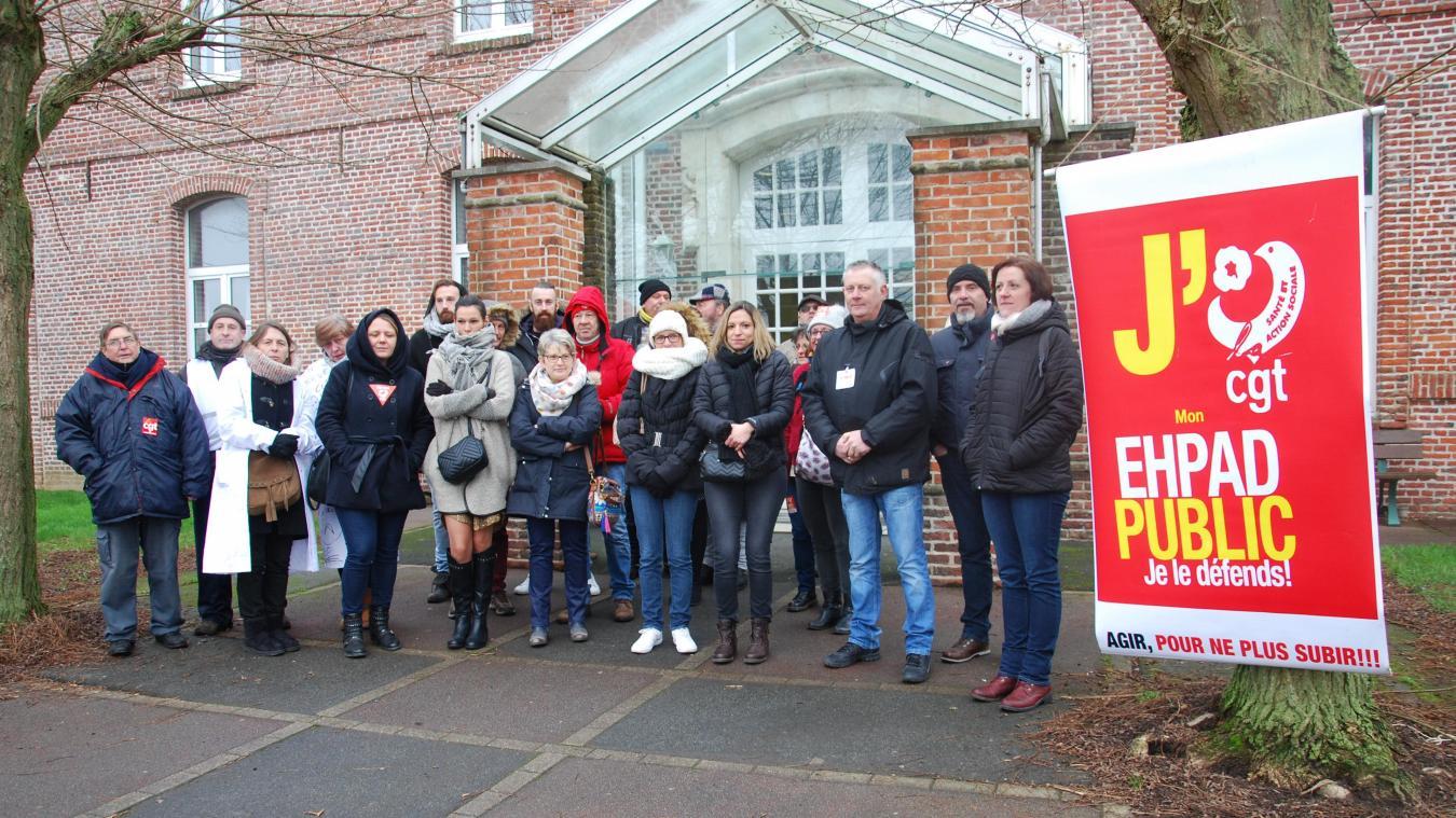 Le personnel en grève de la résidence Liévin-Petitprez de Morbecque a reçu le soutien d'autres salariés d'EHPAD.