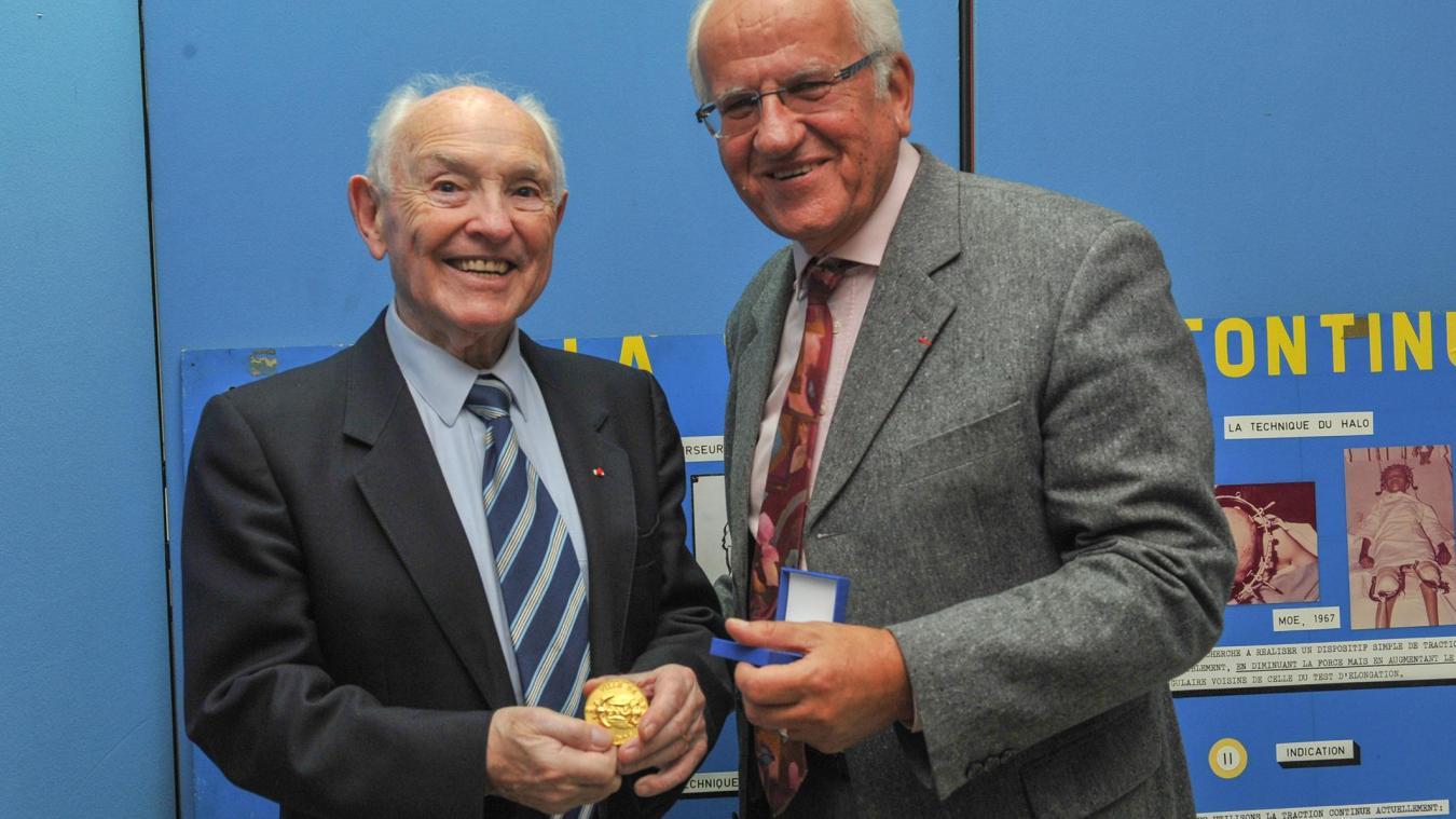 Yves Cotrel avait 93 ans. En 2011, il avait reçu la médaille d'or de la ville de Berck pour l'ensemble de son parcours.