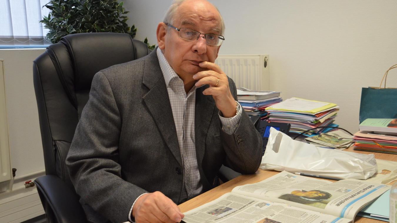 Michel Delebarre passe, en moyenne, une journée par semaine au Cottage social des Flandres, dont il est le président. Dans un bureau sans ordinateur.
