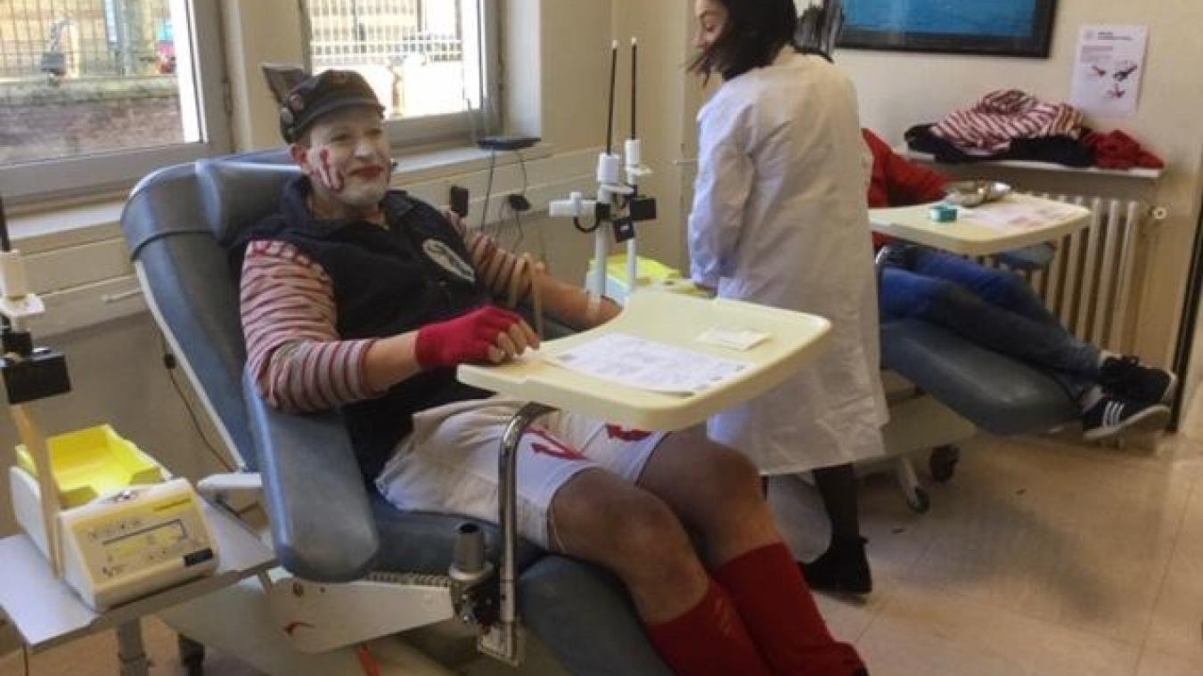 Les masquelours participent pour la première fois au don du sang