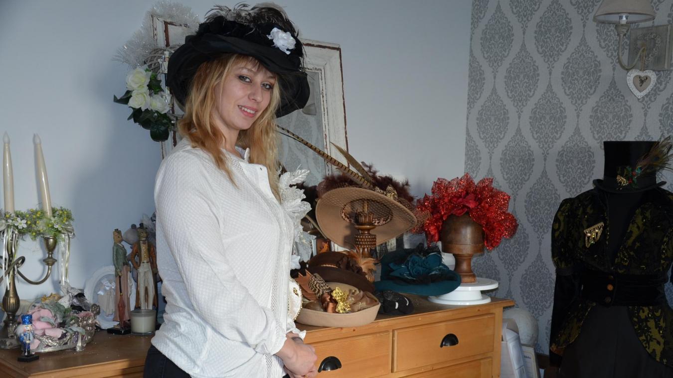Élégante et mystérieuse, Marie a plusieurs cordes à son arc, parmi lesquelles la création de chapeaux, d'accessoires et de tenues.