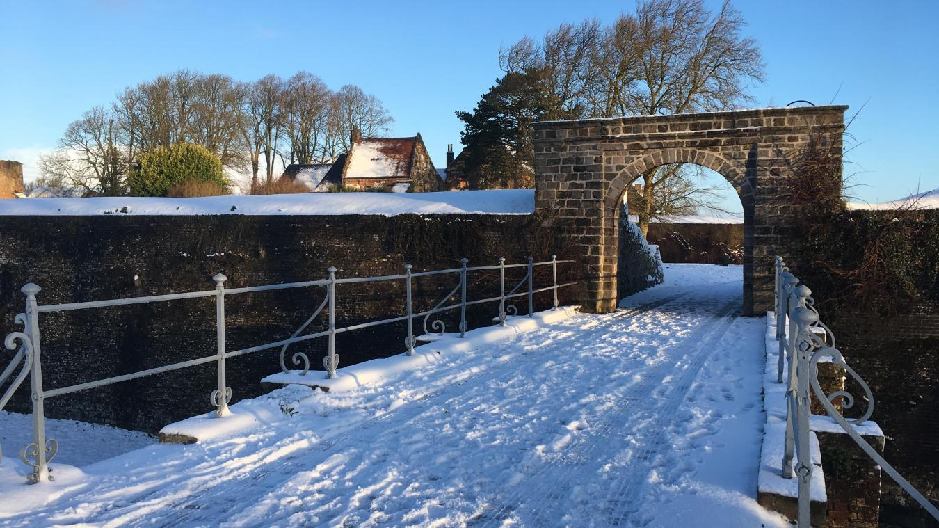 L'entrée de la Citadelle de Montreuil-sur-Mer sous la neige.